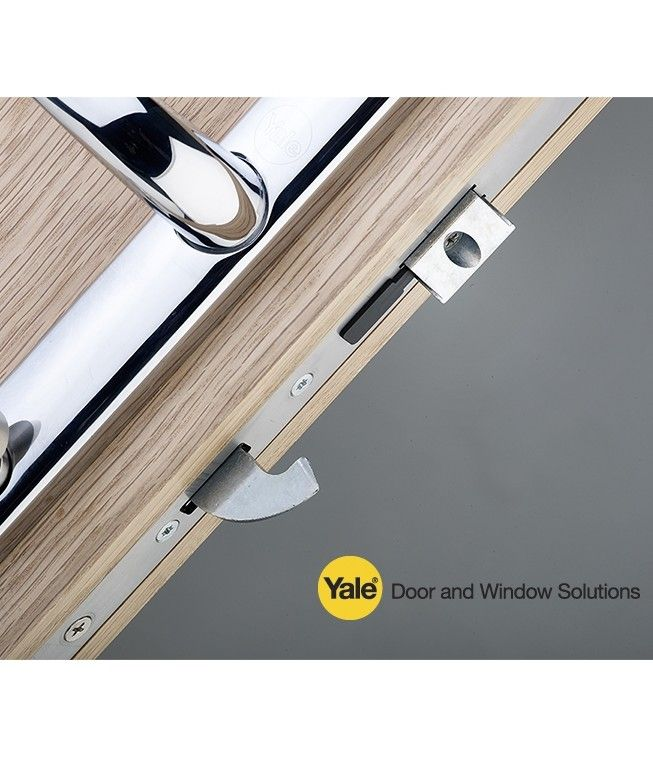 The new Yale AutoSecure multipoint lock delivers improved resident security and reduces maintenance call outs and fees for social landlords, thanks to an automatic mechanism which fires all locking points at once.