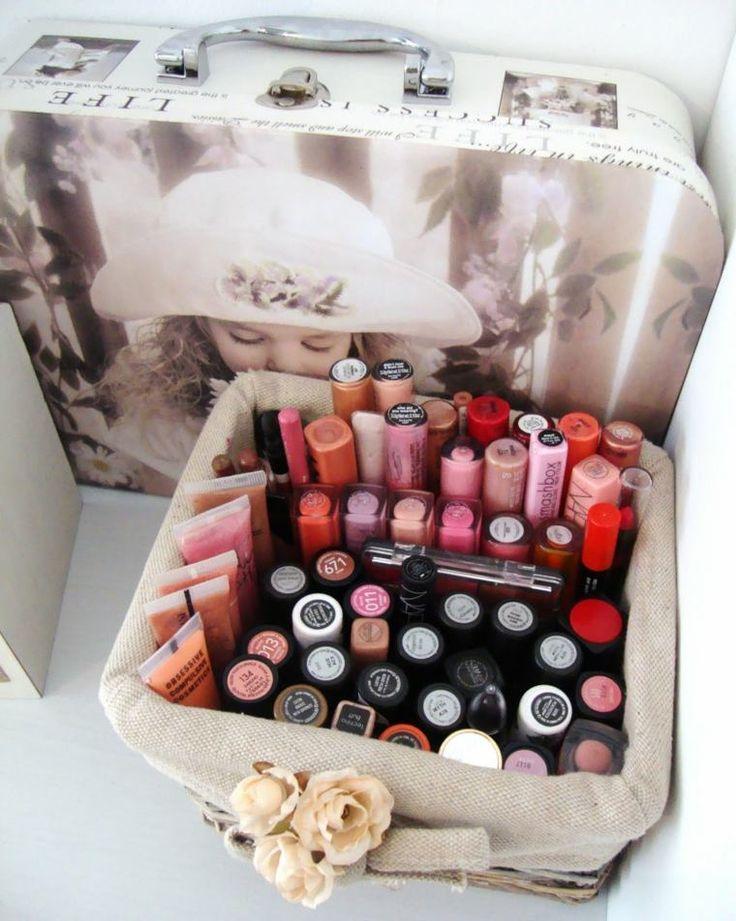 boîte rangement maquillage : petite caisse avec déco vintage