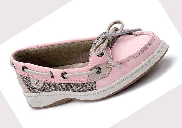 Every woman should have one (or two) comfy boat shoes! Sperry Shoes For Women | Sperry boat shoes for women: