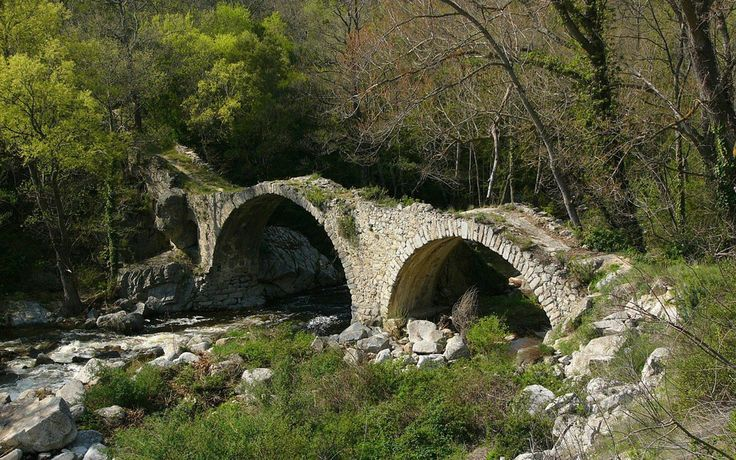 Ancient Bridge, Southern France 35 Amazing Bridges That Are The Definition of Architectural Masterpieces
