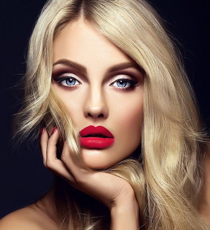 nice Красивый макияж для голубых глаз (50 фото) — Повседневный и вечерний образ пошагово Читай больше http://avrorra.com/makijazh-dlja-golubyh-glaz-poshagovo-foto/