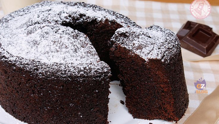 Il ciambellone al cioccolato sofficissimo una ricetta semplice, con ingredienti semplici, preparata con il cioccolato e non con il cacao.