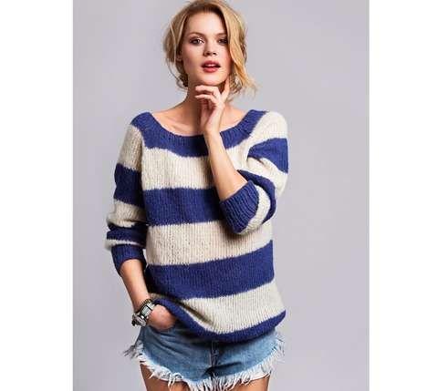 STRIKK CATWALK-KOPIEN: La deg inspirere av Acne sin stripete ullgenser i blått og hvitt, og sett deg med med stikkepinnene for å lage din egen versjon.