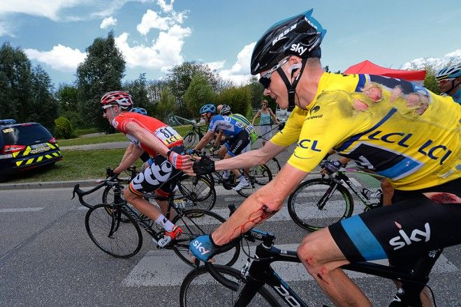 Froome back in the peloton after a crash in stage 6 of the Criterium du Dauphine