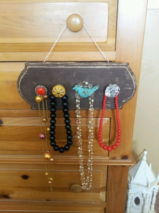 M s de 25 ideas incre bles sobre diy jewelry holder wood for Hobby lobby jewelry holder