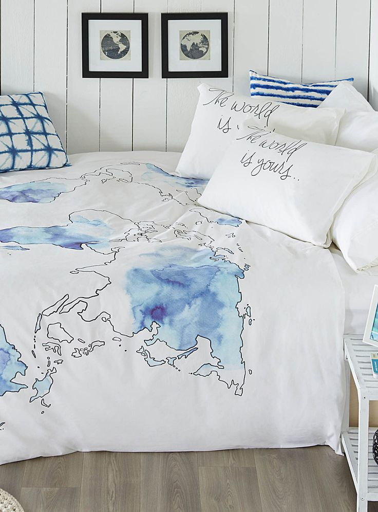A European design by Vandyck exclusively at Simons Maison     The world is your oyster! Dream peacefully of your next trip with this duvet cover, printed with a map of the world and delicately adorned with painterly blue and purple ombré accents against a bright white background.      The set includes:   Queen: 1 duvet cover 229 x 241 cm, 2 pillow shams 50 x 75 cm    *Home decor shown is for illustrative purposes only.