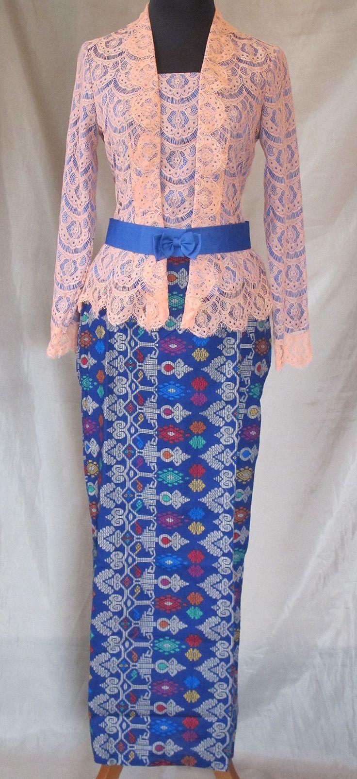 Sarong en kebaya : Kebaya elegant kutubaru met bijpassende sarong
