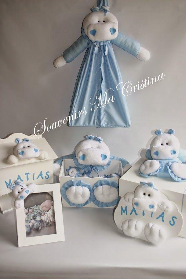 Souvenirs realizados en tela y presentados en caja decorada conejitos, perritos, hipopótamos, osos, elefantes y más Detalles de calidad Caja barnizada y desmontablemodelo exclusivo!!! Realizada …