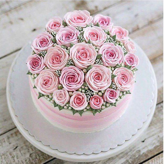 Elegante e raffinata questa torta per il vostro compleanno! #giftsitter è la #lista regalo ideale. Scopri di più cliccando sul link in bio #giftsittermania #cake #cakedesign #torte #party #festa #rose #rosa #regali #present #inspiration #instanfood #mangiarebene #delicate #picoftheday #photooftheday #instadaily #instagram #instamood #idee #ispirazione