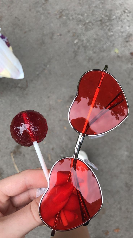 Holen Sie sich ein Paar KOSTENLOSE Wimpern bei Ihrem Einkauf unter www.allureros…