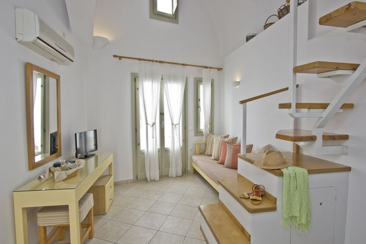 Irida Santorini - apartment with loft caldera view