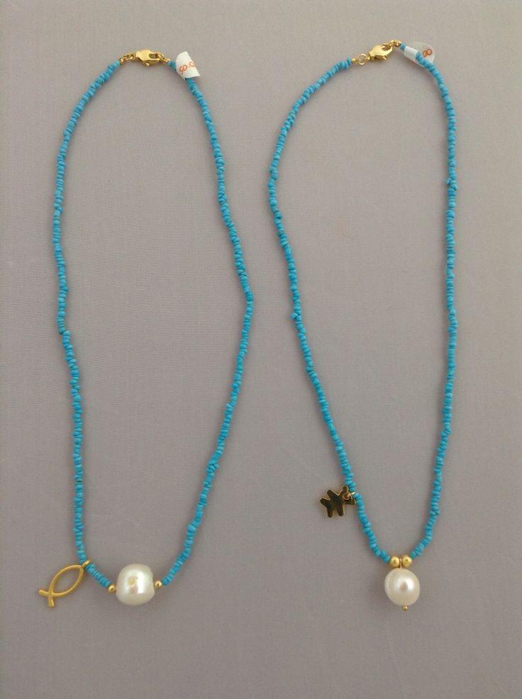 Collares con coral, perlas y dijes con baño de oro. benditas_tentaciones@yahoo.com