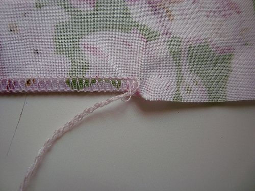 StitchCraft » Blog Archive » TUTORIAL - How to do a rolled hem on a serger