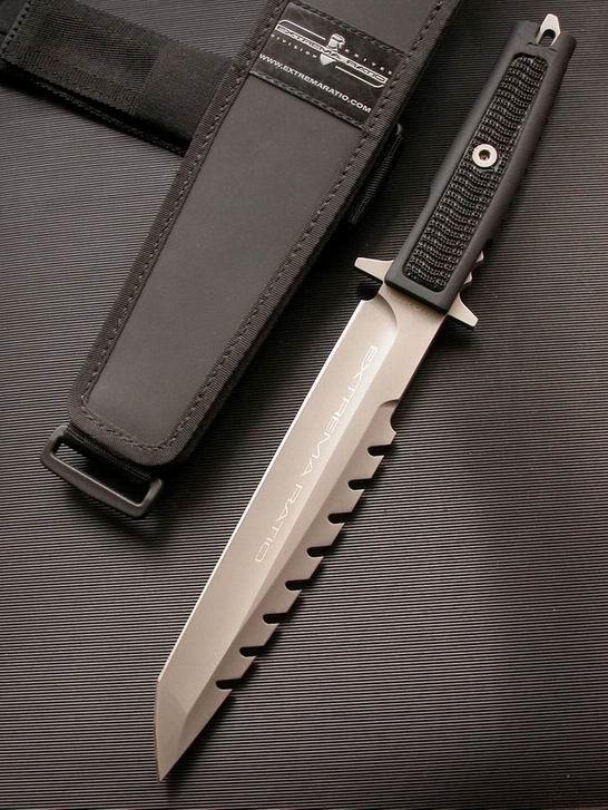 Extrema Ratio Поясню, каким образом этот нож оказался в этой папке: дело в том, что выбрать такой нож может лишь долбоеб. Эти устрашающие шипы, или крючки, они при первом же ударе в тело, зацепятся (КАЖДЫЙ!) за мясо, кожу, за одежку. В общем - одноразовый ножик. Выбор лохов.
