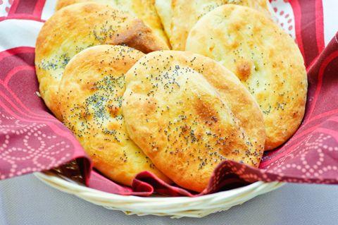 Naan-leivät ovat upean pehmoisia leipiä, jotka maistuvat erityisesti intialaisen ruoan seurana. ...