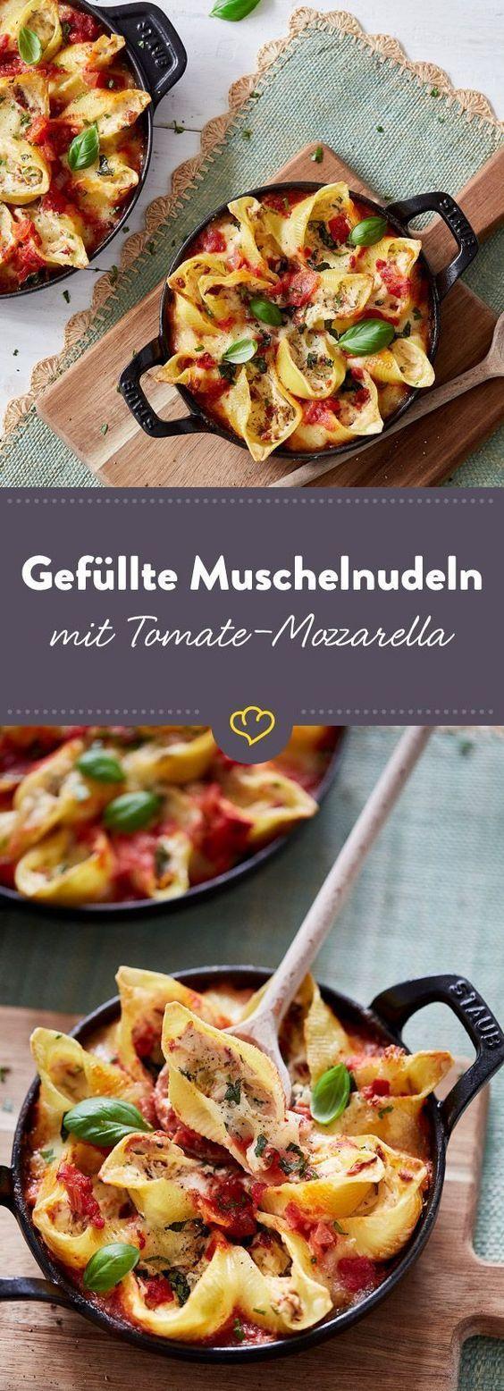 überbackene muschelnudeln mit tomaten mozzarella füllung