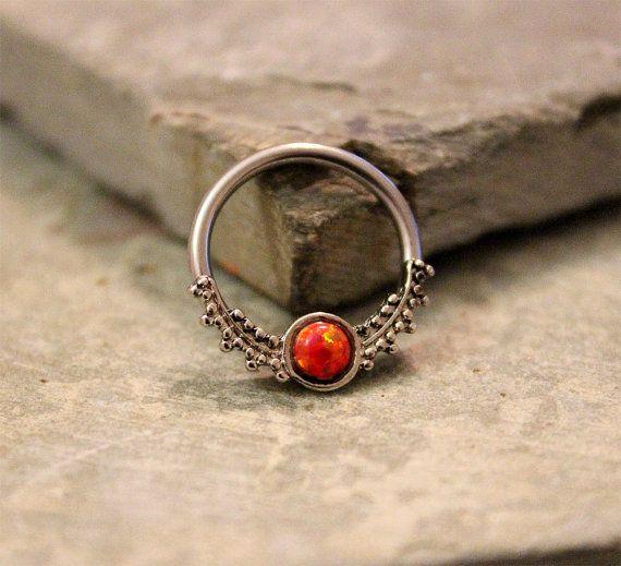 """Opal rouge feu conque Hoop boucles d'oreille, Cartilage Helix mamelon boucle d'oreille perle Daith, captif, 14G 16 1/2"""" diamètre acier chirurgical"""