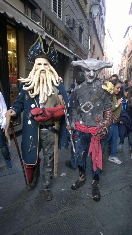 cosplays in de straten van Lucca