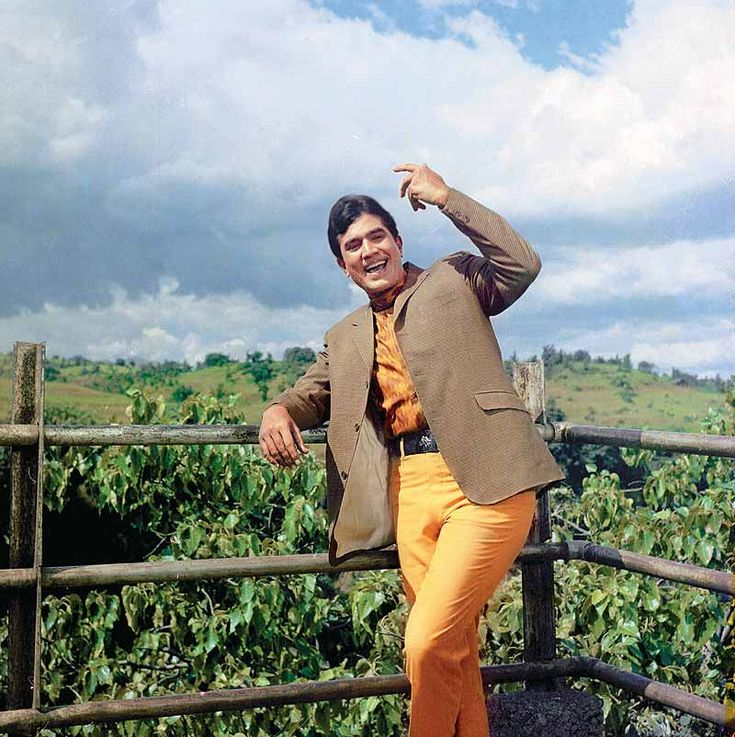 Rajesh Khanna - We just love his smile! #Bollywood