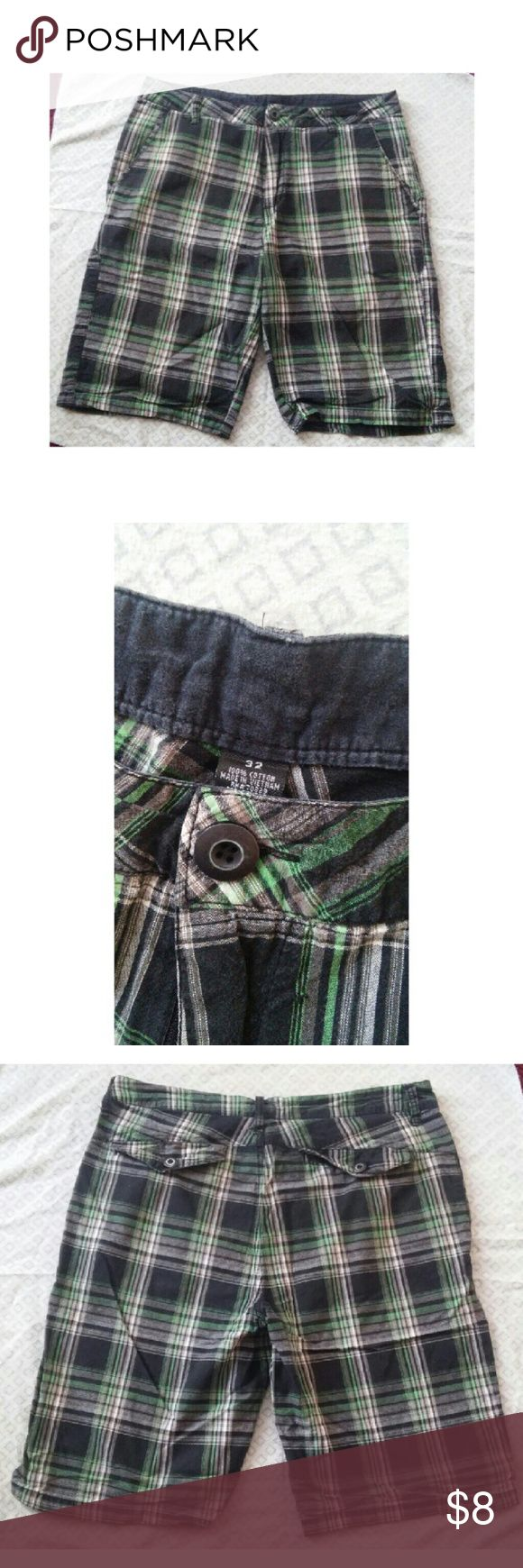 Men's plaid shorts size 32 Men's plaid shorts Size 32 Buttoned back pockets Last picture shows the color of them close up.  No flaws. Shorts