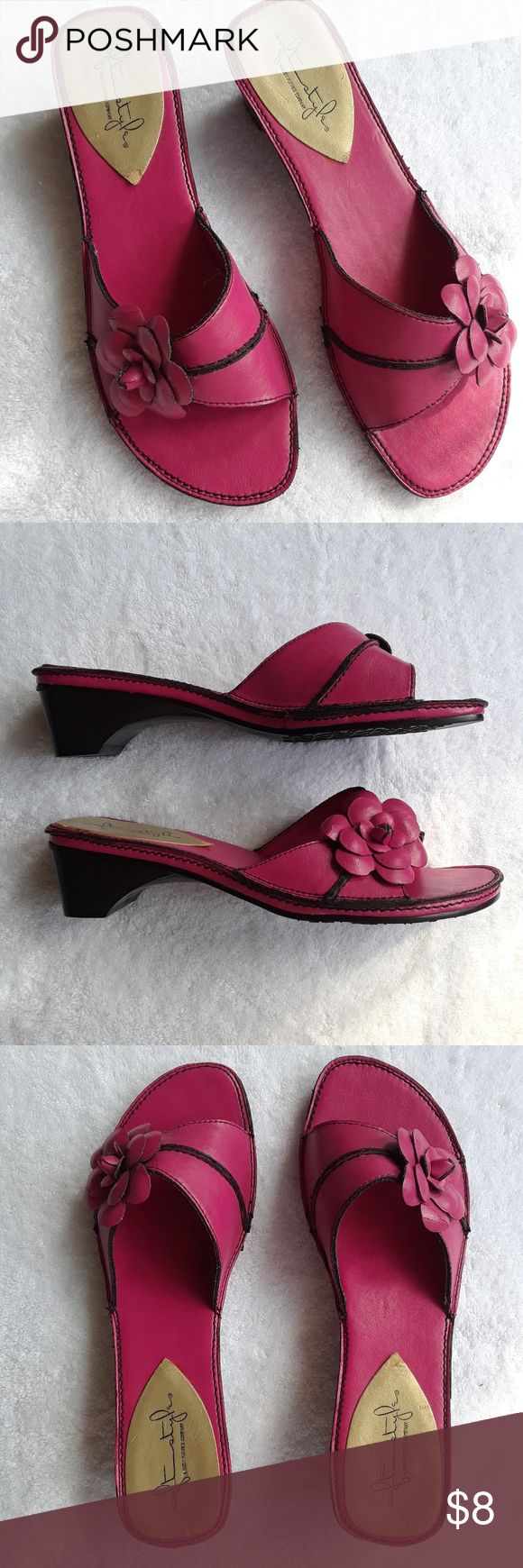SOFT STYLES Slides Mules VGC Hot pink w/ flower detail Soft Styles by Hush Puppies Shoes Mules & Clogs