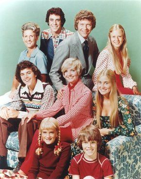 Brady Bunch c. 1975. The collars must have been larger on TV than anything real humans wore. I don't remember any neck wings like those.