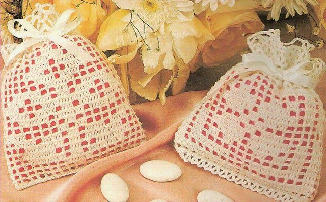 Hobby lavori femminili - ricamo - uncinetto - maglia: bomboniera a sacchetto