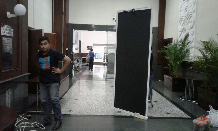 Panel photo hitam Di Bappenas  http://partisipameranmurah1.wordprees.com