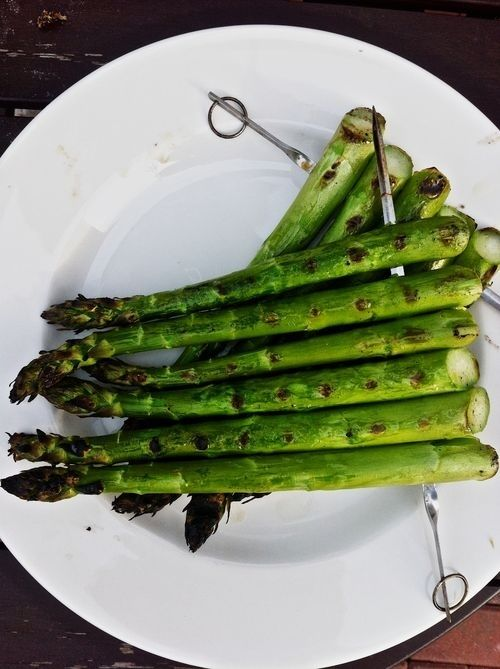 Skewer thin veggies for easier grilling...and 26 other Summer Party Hacks