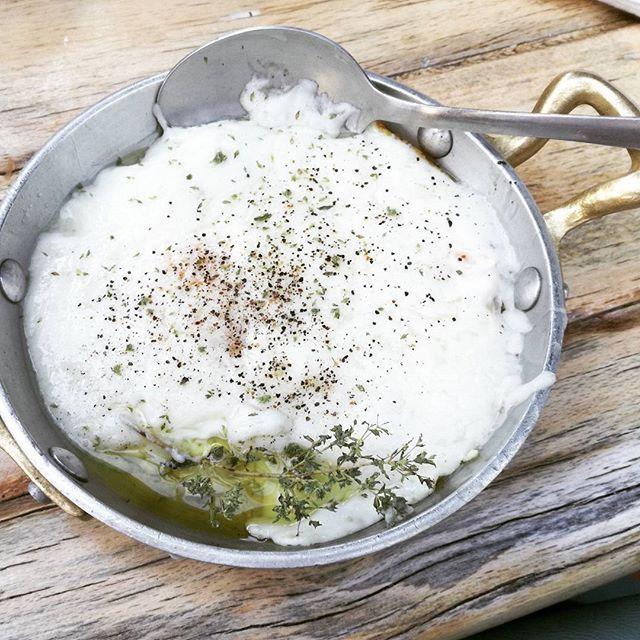 αυγα στη στακα λεω και κλαιω.. 😢🍴#σλουρπ #αυγουλου #foodparadise #slourp #eggs #eggsinsta #eggsinstaka #cretanfood #foodies #instafoodie #instafood