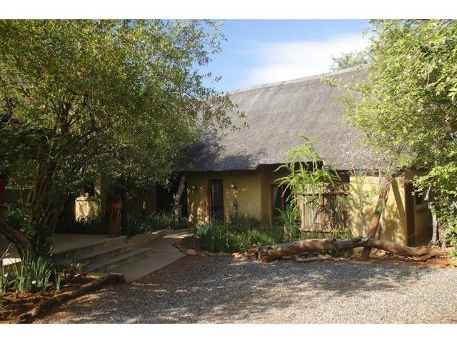 2 Bedroom House For Sale in Raptors View Wildlife Estate | Century21
