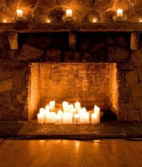 Doet je openhaard het niet, vergeten houtblokken te kopen, is het te warm binnen (zomer). Zet kaarsen in je openhaard. Tevens erg sfeervol voor een buitenoven/ openhaard. Tip, mijn openhaard heeft een zwarte achtermuur. Door zwarte kaarsen te plaatsen lijken de lichtjes te zweven, creëert allure en rust