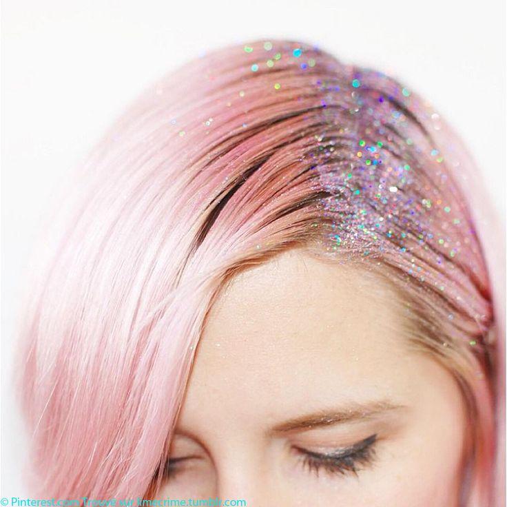 Glitter roots : tout savoir sur la tendance des coiffures avec raie et racines à paillettes, glitter roots...