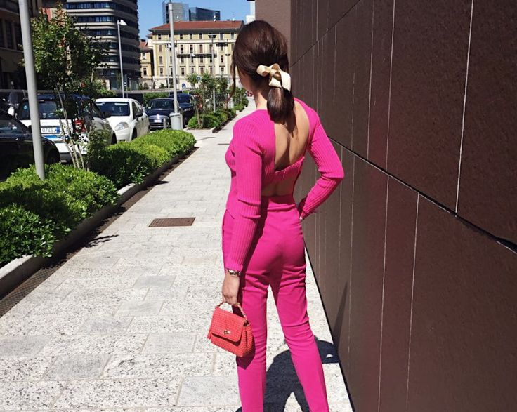 #Pinkyarrow Inspiration for you. Style in città #Fucsia #streetstyle #zara