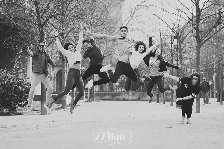 Sesión de fotos de retrato de un grupo de amigos en el parque de la ciudadela de Barcelona (26)