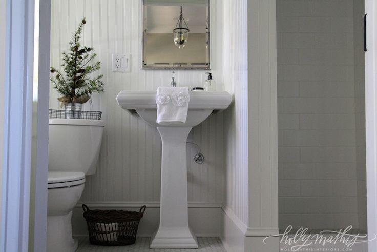 guest-bathroom-beadboard-white-79330.jpg (740×494)