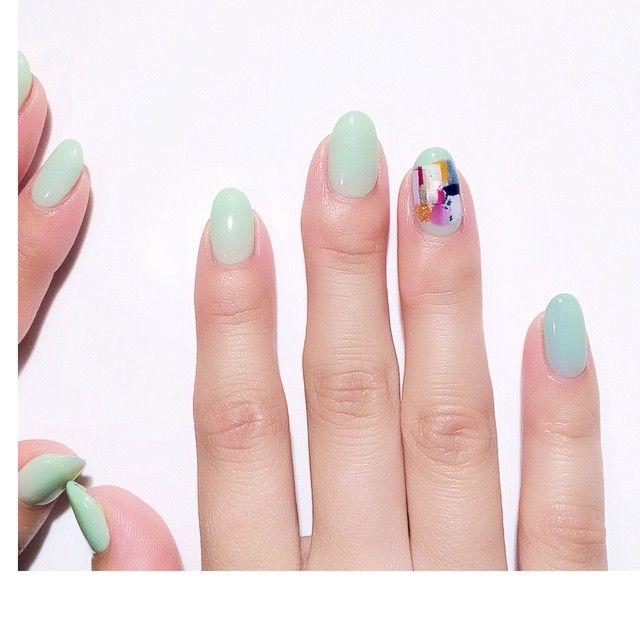 R アイスグレー+マスカット 白い服とグリーンのネイル、とか、私も夏にしたい。 #ネイル #ネイルアート #ネイルデザイン #ジェルネイル #nail #nailart #naildesign #gelnail #akromatiknail