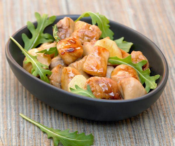 Découvrez une recette typiquement chinoise : Le Wok de poulet au miel, accompagnée d'une astuce du chef Cyril Lignac.