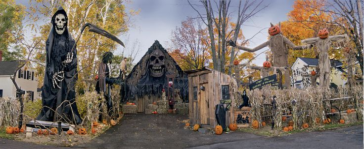 Haunted Overload's home haunt before he went Pro - Wow, love to a kid in that neighborhood.