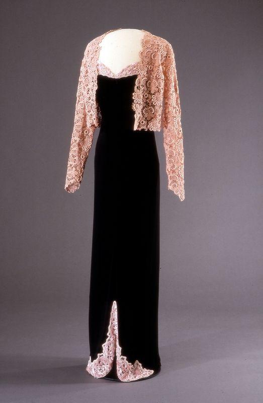 ~inspiration- lace shrug~ Worth Datering: 1938 Tilhører: Nasjonalmuseet, designsamlingene