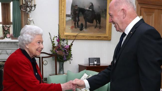 Governor-General Peter Cosgrove meets the Queen at Balmoral where she reveals more treasures - NEWS.com.au #757Live