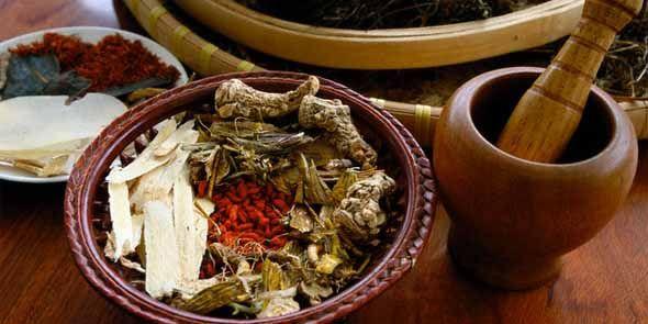 Apakah definisi sederhana obat herbal? Dan apa saja manfaat menggunakan obat herbal dalam kehidupan sehari-hari? Simak dalam ulasan sederhana berikut ini.