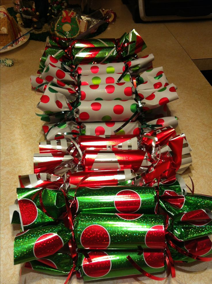 Christmas party favors! So simple.... Toilet paper rolls, fill with candy, wrap & tie with ribbons! Great for kids class party!