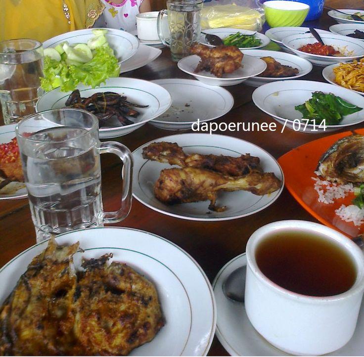 Makan baselo at Pulang Kampuang, Solok, Sumatera Barat.