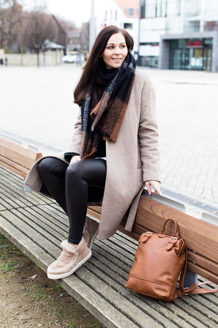 Kleidermaedchen.de, Kleidermaedchen Modeblog, Fashionblog, Influencer, Social Media Influencer, Jessika Weisse, Outfit, Winteroutfit, Streetstyle, Masion Scotch Coat, Mint&Berry Backpack, Mou Boots, Sweater, Leather Leggings, Hallhuber Scarf