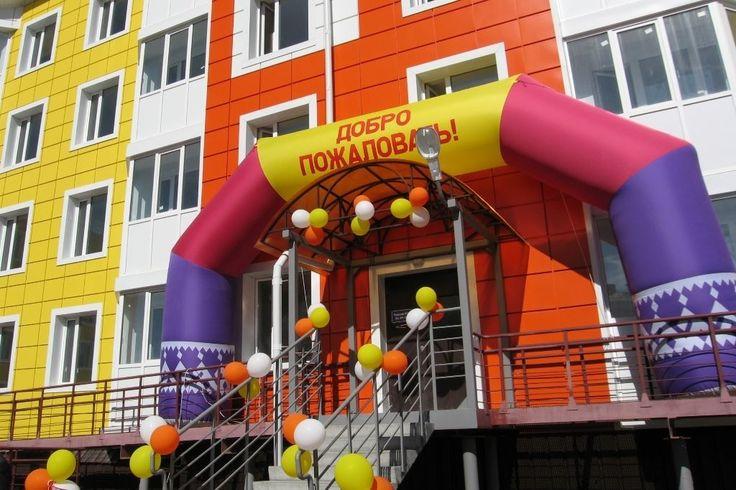 Сегодня в нашем городе очередное радостное событие — заселяется многоквартирный дом  №4 по улице Комсомольская!!!   В городе Лабытнанги в этом году планируется к вводу в эксплуатацию около 8 тыс. кв. м жилья — это 3 многоквартирных жилых дома.