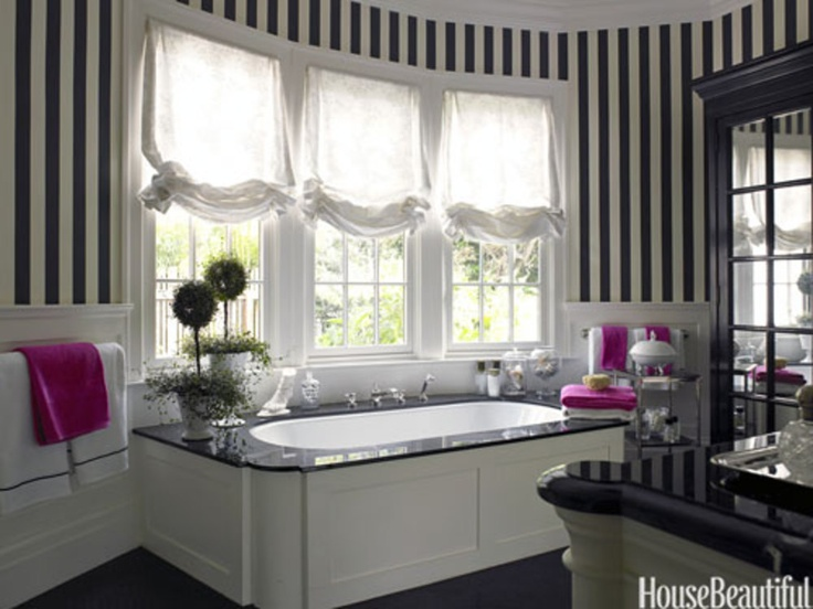 Charmant Room Decor Ideas In White Inspiration Theme: Beautiful Bathroom Design With  Black And White Striped Wallpaper Decor With Planters And Bath Tub Near  Window