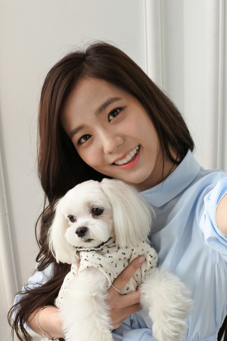 BLACKPINK 블랙핑크 Jisoo with a puppy ^-^ #BLACKPINKINYOURAREA