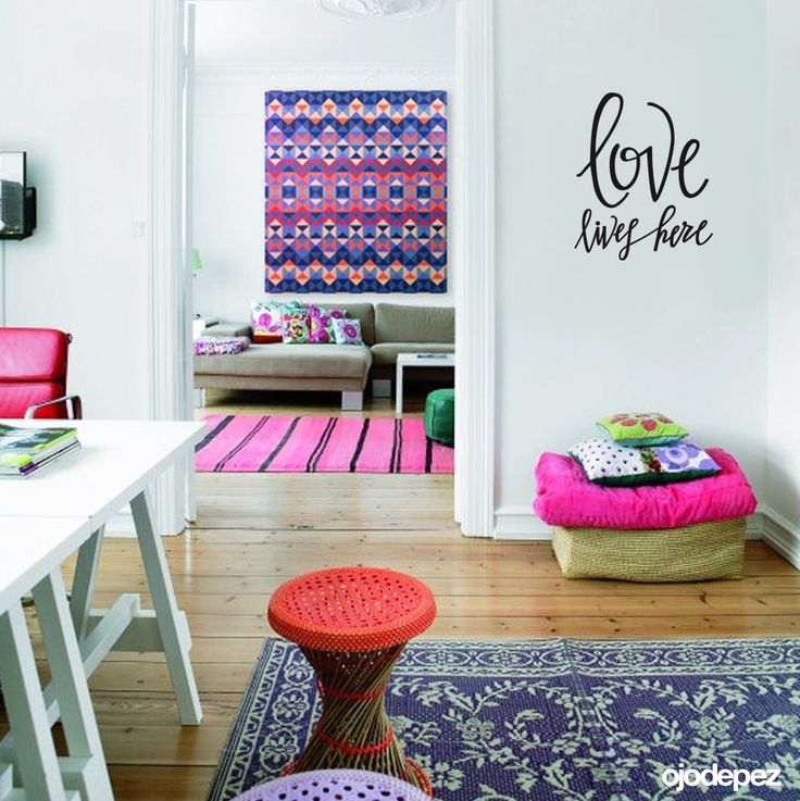 Vinilo decorativo Frase 018: Love lives Here (El amor vive aquí). Frases en vinilo Vinilos decorativos Frases Vinilos adhesivos Wall Art Stickers wall stickers