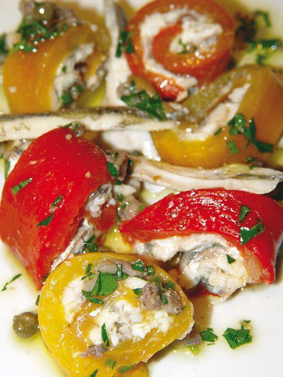 """""""Peperoni gialli e rossi con sardoncini e capperi"""" dello chef Vincenzo Cammerucci del Ristorante Camì di Savio di Cervia (RA)  #lamadia #lamadiatravelfood #food"""